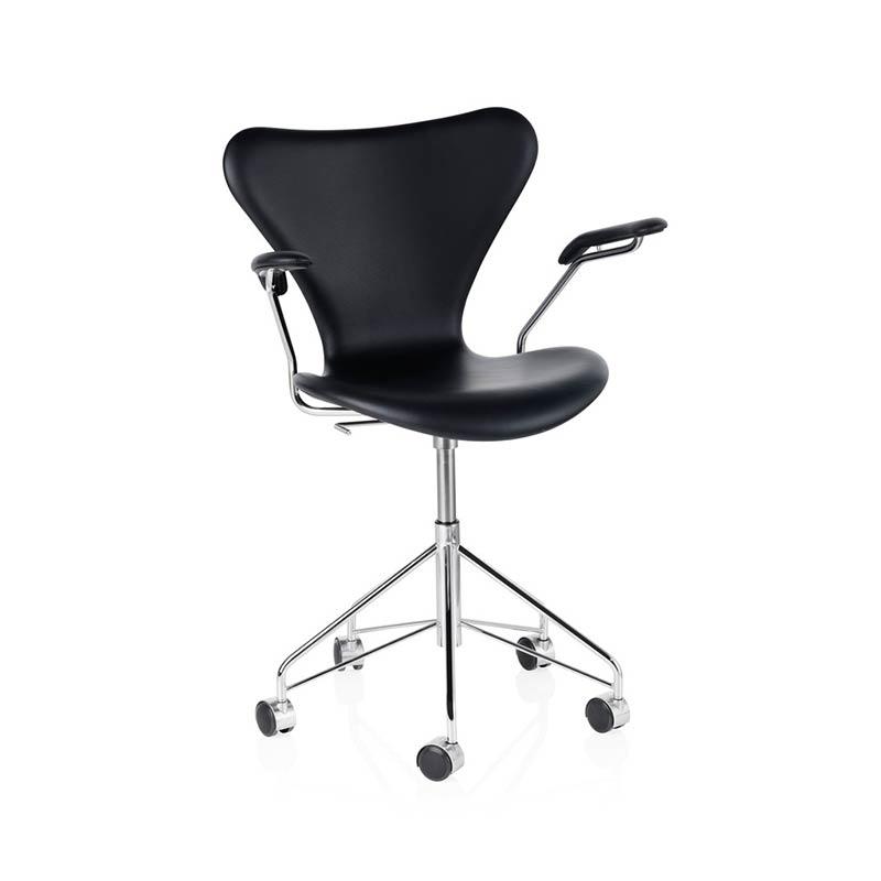 Fritz Hansen Series 7 Fully Upholstered Armchair with Swivel Base by Arne Jacobsen
