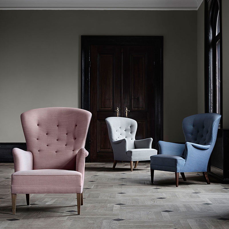 Carl Hansen FH419 Heritage Lounge Chair by Frits Hanningsen life 2 Olson and Baker - Designer & Contemporary Sofas, Furniture - Olson and Baker showcases original designs from authentic, designer brands. Buy contemporary furniture, lighting, storage, sofas & chairs at Olson + Baker.