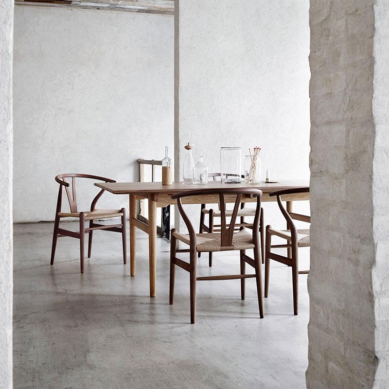 Carl Hansen CH24 Wishbone Chair by Hans Wegner life 4
